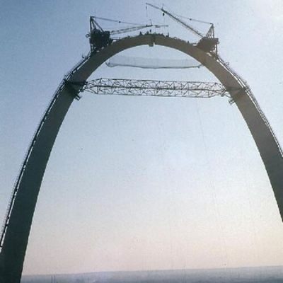 The last piece of the Gateway Arch being fitted into place by cranes, Oct. 28, 1965. Missouri History Museum.