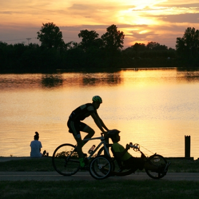 Take a family bike ride on the Lakeview Loop at Creve Coeur Lake Memorial Park.